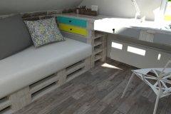 0009. pokoj nastolatki lozko z palet turkus zolty bialy turquoise yellow white teenagers bedroom