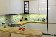 0018. kuchnia biala drewno czarny lacobel nadruk kitchen white wood black print