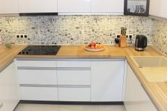 0019. kuchnia biala drewno czarny lacobel nadruk kitchen white wood black print