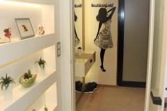 0025. korytarz holl drewno ciekawe oswietlenie szklane dzwi wood lignt door glass