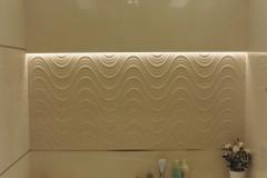 0028. lazienka bezowa swiatlo mozaika desen struktura wanna narozna bathroom beige light mosaic bath