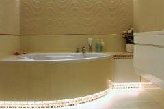 0029.  lazienka bezowa swiatlo mozaika desen struktura wanna narozna bathroom beige light mosaic bath