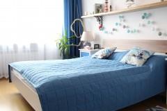 043. sypialnia z greckim motywem drewno biel niebieski cotton balls bedroom wood white blue