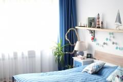 044. sypialnia z greckim motywem drewno biel niebieski cotton balls bedroom wood white blue
