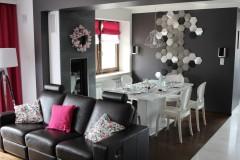 047. salon z jadalnia grafitowy szary bialy fuksja panele decopanel beton zaslony dekoria livingroom dark grey white fuchsia concrete