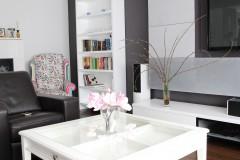 049. salon z jadalnia grafitowy szary bialy fuksja panele decopanel beton zaslony dekoria livingroom dark grey white fuchsia concrete