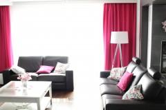 051. salon z jadalnia grafitowy szary bialy fuksja panele decopanel beton zaslony dekoria livingroom dark grey white fuchsia concrete