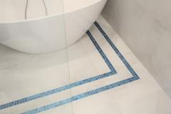 057. lazienka szara z mozaika goccia turkus beton wanna wolnostojaca chrom prysznic walk in bathroom mosaic turquoise concrete free-standing bathtub