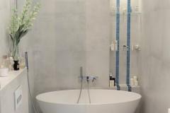 058. lazienka szara z mozaika goccia turkus beton wanna wolnostojaca chrom prysznic walk in bathroom mosaic turquoise concrete free-standing bathtub
