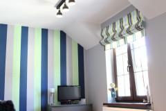 059. pokoj mlodziezowy w pasy granatowy zielony szary drewno roleta dekoria children room stripes dark blue green grey wood
