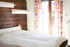 061. sypialania drewno bialy zaslony dekoria bedroom wood white