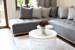 089. salon drewno biala cegla panel azurowy maly kominek led tapeta zaslony dekoria livingroom wood white bricks fireplace wallpaper